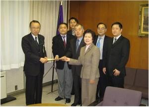 2006/1/23 高野区長に申し入れ=子どもの入・通院医療費の無料化を!