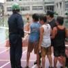 2004/7/25 プールの水を消防団ポンプで校庭に放水!